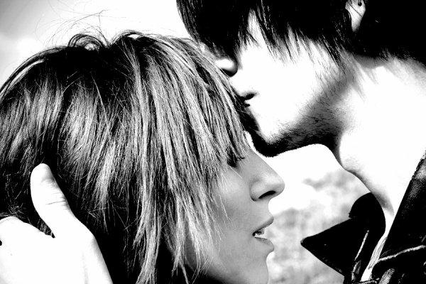 Quand on aime quelqu'un, c'est effrayant comme on pense peu aux autres.Marcel Pagnol