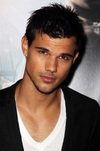 Taylor Lautner plus SEXY que jamais. MAGNIFIQUE