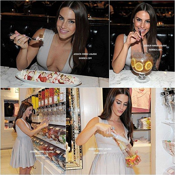. 1er Octobre 2011 : Jessica s'est rendu dans une soirée à Las Vegas. Coté tenue : Elle est magnifique , sa robe est un peu décolletée mais  sa lui vas bien ! Son maquillage est très naturel comme toujours !  .