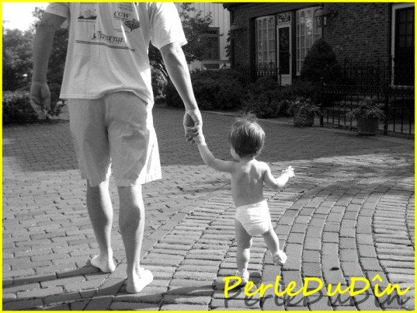 PerleDuDîn Apprenez à vos enfants à acquérir 3 vertus : l'amour de votre Prophète ,  l'amour de sa famille ainsi que la lecture du Qu'ran , car ceux qui portent en eux le Qu'ran seront à l'ombre du trône d'Allah , au jour où il n'y aura plus d'autre ombre que la Sienne PerleDuDîn
