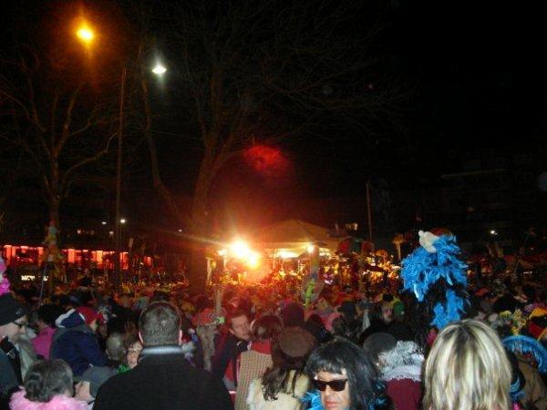 """LE  CARNAVAL  2011  S ' ANNONCE  BIEN !!!!! JOFFREY MON PETIT DIABLE DANSE !!!!DEBO PRENDS LA POSE!!! DEBO DAMIEN DELPHINE !!!  """" RIGODON PLACE DE LA MAIRIE !!!"""