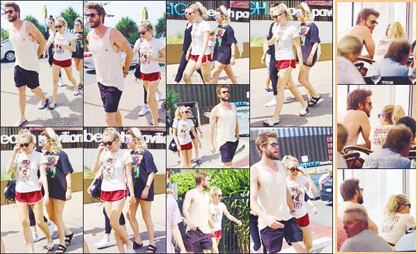 - 11/01/18 - Miley Cyrus et Liam Hemsworth ont été vu alors qu'ils étaient en vacances à  Burleigh Heads en Australie.• • Notre jolie couple semblait bien profiter du séjour en Australie, entre balade et restaurant, nos deux tourtereaux sont vraiment cute, un gros top !-