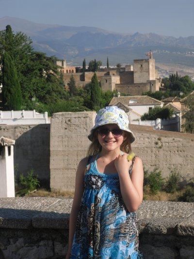 Ma fille face à l'Alhambra