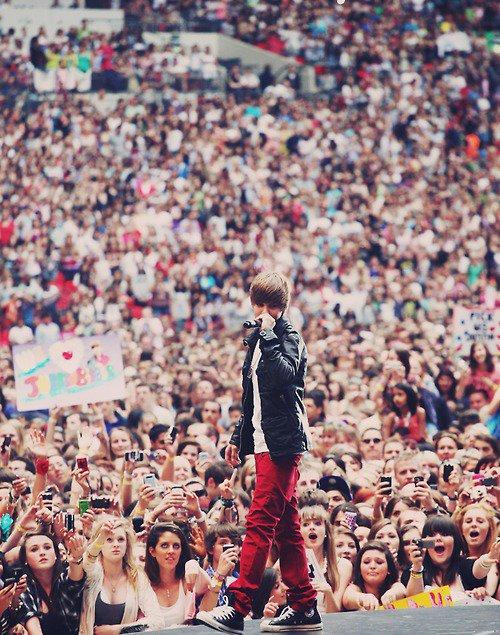 Il Fête aujourd'hui, ses 17 ans ♥ Happy Birthday Bieber ! (l)