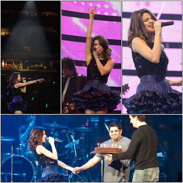 . 4 Mars > Selena Gomez était en concert au Texas ♥  .