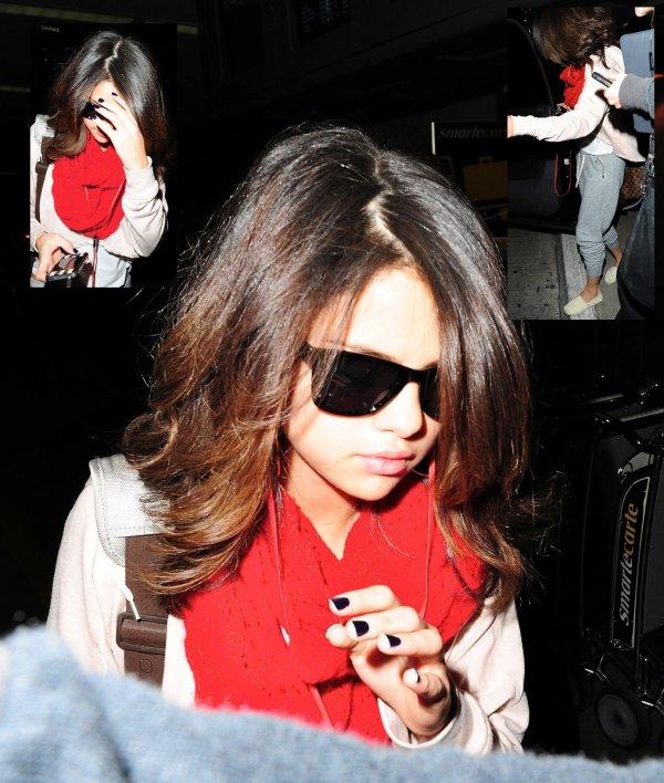 . 16 Mars > Selena était à l'émission « The Seven » de la chaîne MTV.   17 Mars > Selly a participé à l'émission « 10 on top ». . & Ensuite, toujours le 17 Mars > Quittant New York pour rentrer chez elle à Los Angeles... .