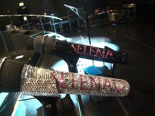 24 juillet : Le commencement du We Own The Night Tour ♪  Selena Gomez assure le premier concert de sa tournée en Californie.