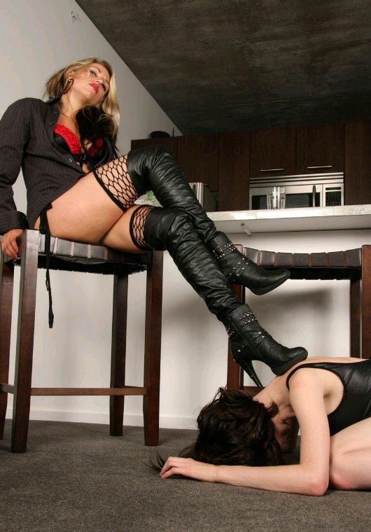 Quand les bottes sont sales, l'esclave se devoue