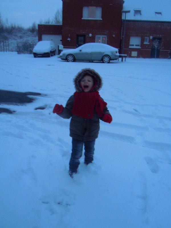 ...Wahoo... La neige c'était géniale... Loulou a peur mdr !