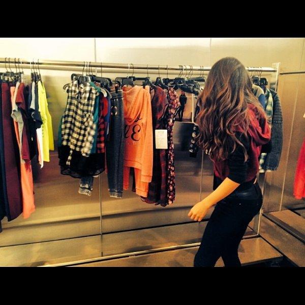 Séléna fait les boutiques