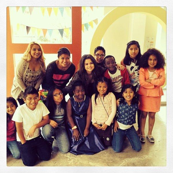 Séléna et des enfants