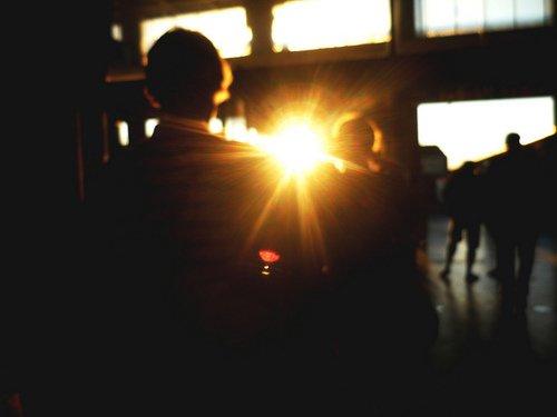 «Il est possible de s''habituer à l''absence des gens qu''on aime à la seule condition que d''autres viennent prendre leur place. Mais il se trouve que, parfois, une personne très particulière est étrangement irremplaçable.» Sun--ray