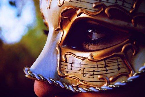 «Le masque tombe, l'homme reste, et le héros s'évanouit.» Serge Gainsbourg