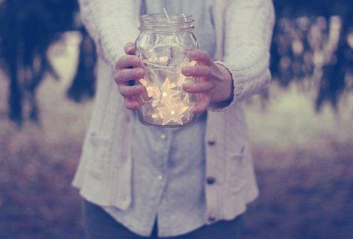 «Il y a une étoile mise dans le ciel pour chacun de nous, assez éloignée pour que nos erreurs ne viennent jamais la ternir » Christian Bobin, Ressusciter