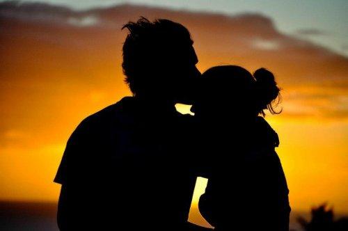 L'amour n'a pas d'âge. Il n'y a pas d'amour impossible. Tout amour vaut mieux que le manque d'amour.