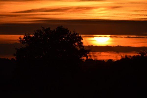 coucher de soleil sur l'auvergne