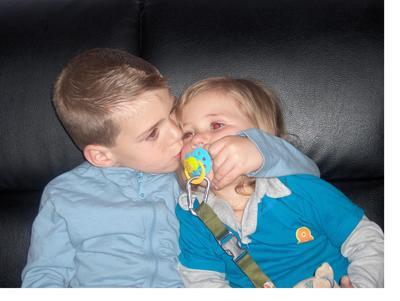 kiss kiss entre frere et soeur que ses beau b n mo tt npl m nt l tt c uxx. Black Bedroom Furniture Sets. Home Design Ideas