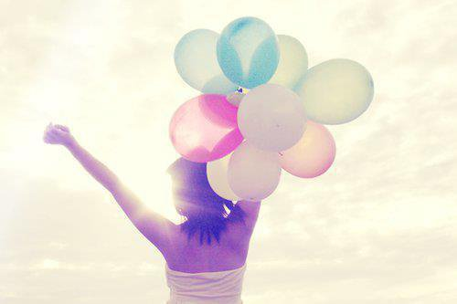 Ne pleurez pas votre passé car il s'est enfui à jamais. Ne craignez pas votre avenir car il n'existe pas encore. Vivez votre présent et rendez le magnifique pour vous en souvenir à jamais.