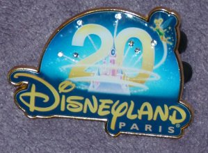 Disneyland / Disney Store - pin's, vêtements enfant