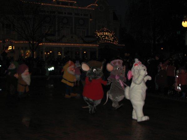 Disneyland 19 décembre 2010 - Marie, Bernard et Bianca, les 7 nains
