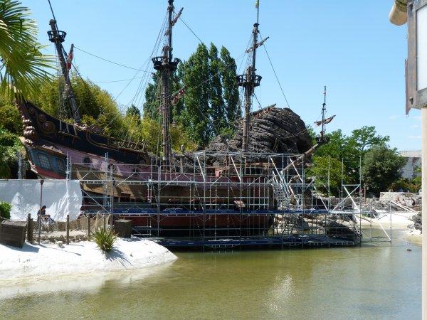 Disneyland 1er juin 2011 - le gallion en rénovation