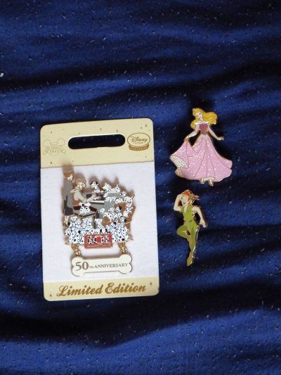 Disney Store / braderie - pin's et peluches