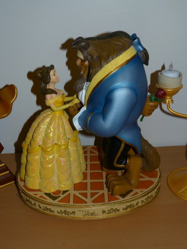 Disneyland Paris - Figurine La Belle et la Bête / Mickey 12 avril