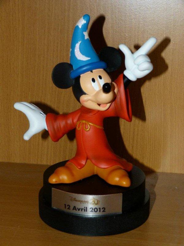 Disneyland Paris - Figurine La Belle et la Bête / Mickey 12 avril