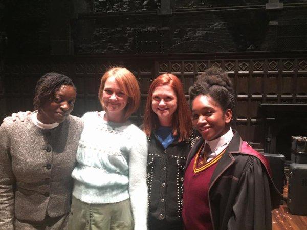 Helena Bonham Carter ( Bellatrix ) et Bonnie Wright ( Ginny Weasley ) rencontrent le cast d'Harry Potter et l'enfant maudit !