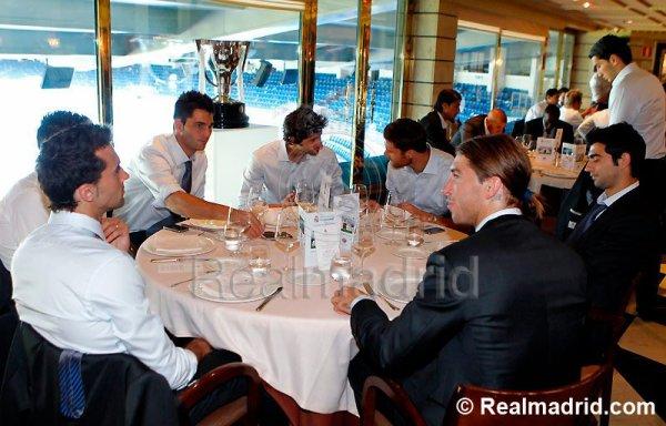 Le Real Madrid  celebrebre son titre  au dejeuner à  Bernabeu