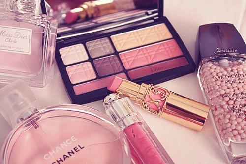 bouffe ton maquillage tu te sentira peut être belle de l'interieur .!