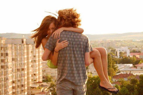 Tu te souviens pourquoi on est tombé amoureux ? Tu te souviens pourquoi c'était si fort entre nous ? Parce que j'étais capable de voir en toi des choses que les autres ignoraient. Et c'était la même chose pour toi.
