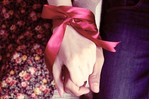 Tu m'as appris à t'aimer , apprends moi à t'oublier...Ton nom coller si bien avec mon prénom </3