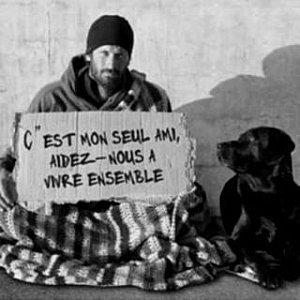 Un homme debout........La vraie charité ne consiste pas à pleurer ou simplement à donner, mais à agir contre l'injustice