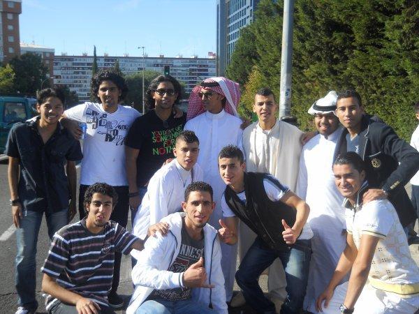 arabes de madrid pero son de barca casi  todos