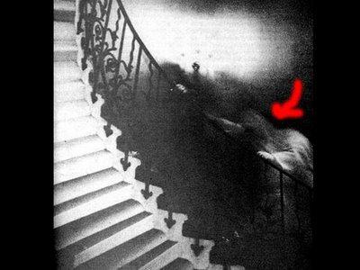 le fantome de l'escalier