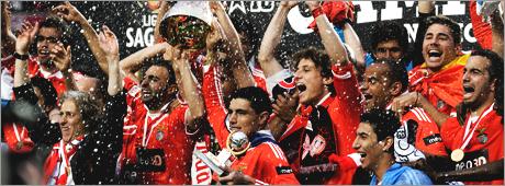 C'est l'amour du drapeau, la passion du maillot & l'honneur des couleurs. Viva Portugal ♥