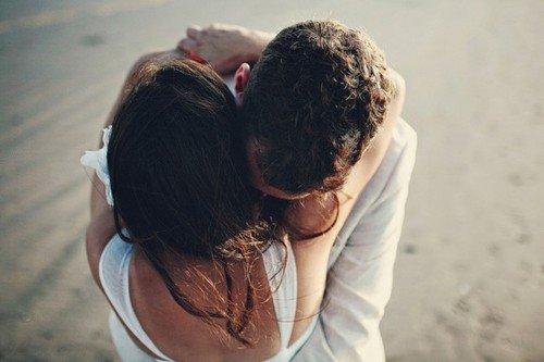 L'amour ça rend fou. Ca fait faire des actes dont on est même pas conscient. L'amour c'est une folie mêlée au désir, à la passion, à la souffrance: quelques larmes, beaucoup de rire et surtout des souvenirs.