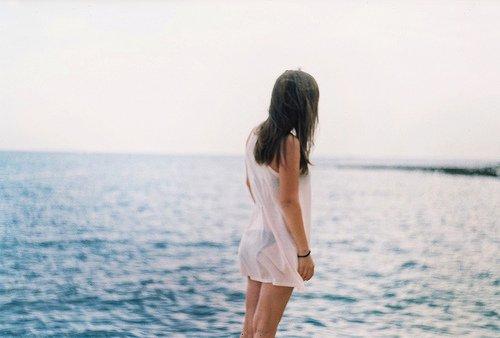 Et dans un dernier souffle, je comprends tout: que le temps n'existe pas, que la vie est notre seul bien, qu'il ne faut pas la mépriser, que nous sommes tous liés, et que l'essentiel nous échappera toujours.