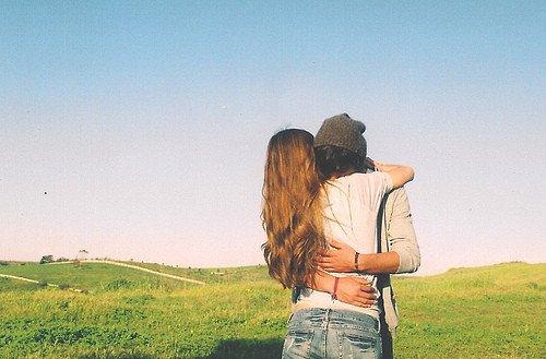 Tu ne cesses pas d'aimer quelqu'un juste parce que tu le détestes.