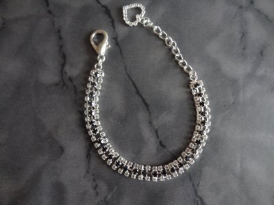 Très jolie bijoux strass T 25 17¤ VENDU