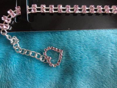 Très jolie bijoux strass rose T 20 17¤