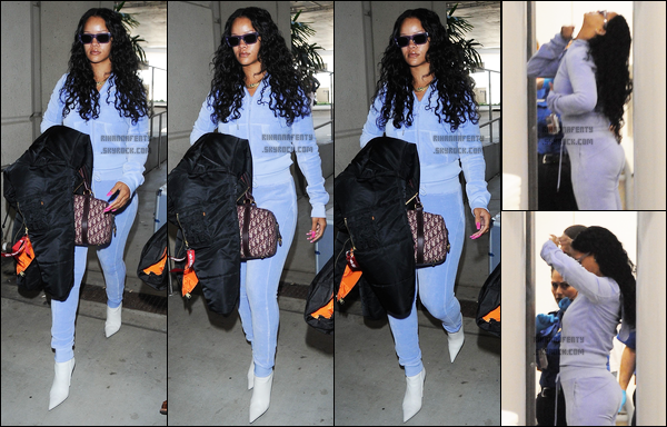 """24/06/2017 : Rihanna arrivant à l'aéroport """"LAX"""" de Los Angeles Concernant la tenue, la miss portait une tenue assez simple mais qui lui va si bien, TOP."""