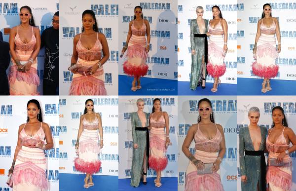 """- 25/07/2017 : Rihanna s'est rendue à l'avant première du film """"Valérian et la ville des mille planètes"""" à Paris, France Côté tenue, miss Robyn Rihanna Fenty portait une magnifique robe rose qui lui va à ravir, TOP ! -"""