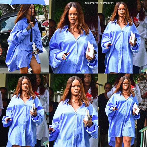09/08/2017 : Rihanna s'est rendue aux funérailles du grand-père de sa meilleure amie, à La Barbade.