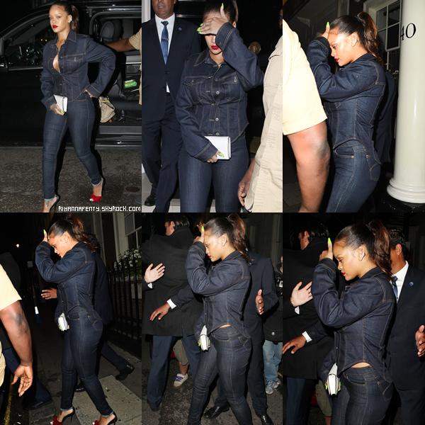 """- 30&31/08/2017 : Rihanna à été aperçue quittant le club """"Mayfair"""" à Londres Riri portait une tenue entièrement jean et j'adhère totalement, TOP ! -"""