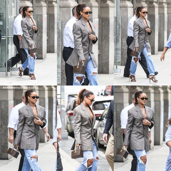 - 09/09/2017 : Rihanna a été aperçue lors des préparations de la Fashion Week, New-York City Rih' est juste trop belle, top ! -