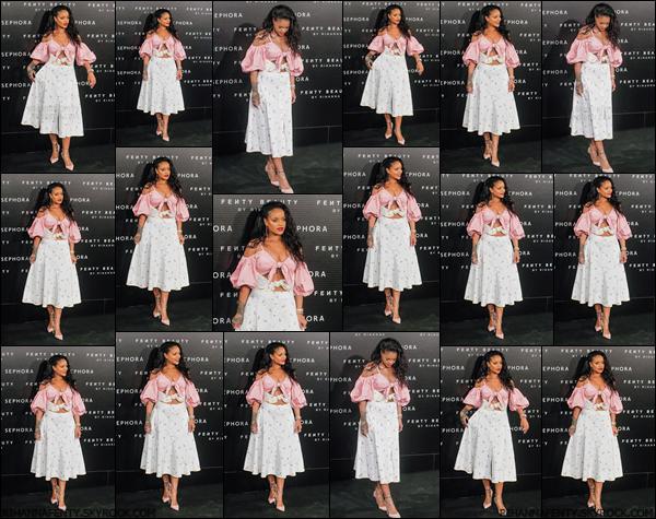 - 23/09/2017 : Rihanna a été aperçue au lancement de Fenty Beauty à Madrid, en Espagne. Je trouve que Rihanna ressemble à une poupée, elle est magnifique ! -