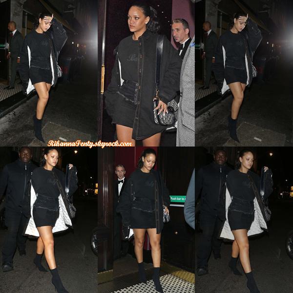 - 28/09/2017 : Rihanna a été aperçue sortant d'un restaurant en compagnie d'Hassan Jameel à Londres. Petit top pour la miss ! -