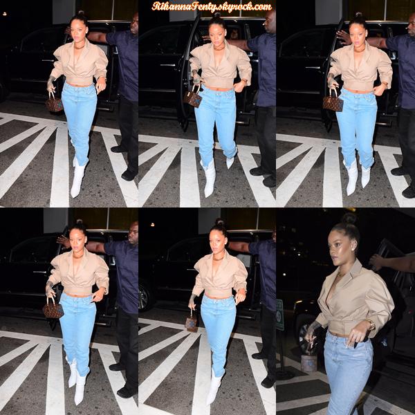 - 11/10/2017 : Rihanna a été photographiée entrain de se promener à New-York. La belle métisse est juste sublime et adopte une nouvelle coiffure, gros top pour ma part ! -